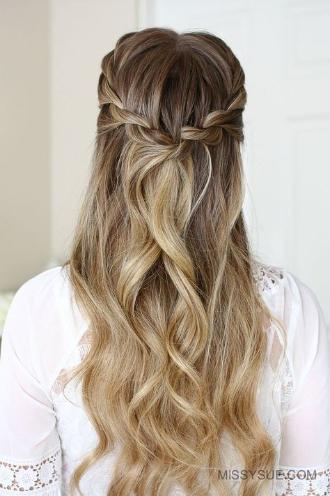 These Braided Hairstyles Are Gorgeous And Super Simple Messy Bits Rope Braided Hairstyle Braided Hairstyles Braided Hairstyles Easy