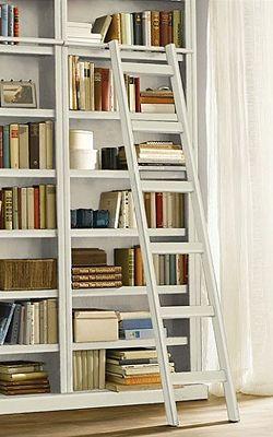 Gemütliche Bibliothek: Bücherregal mit Leiter - Wohnen & Garten ...