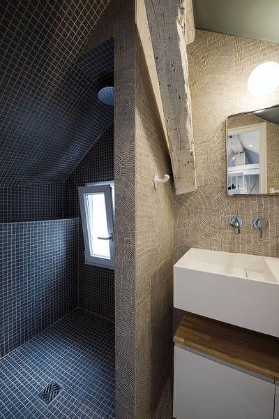Miniature Un Studio De 11m2 Sous Les Toits Paris Studio Beau Faire Architecte D Inte Avec Images Chambre De Bonne Salle De Bains Sous Combles Salle De Bains Au Grenier