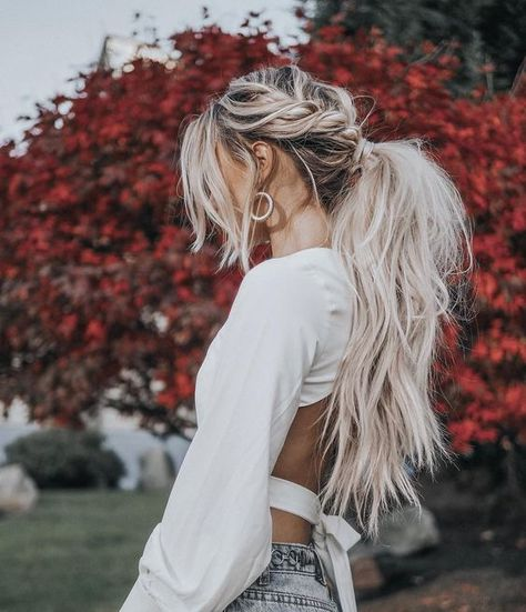 The reason why messy ponytail hairstyles are so popular is that they are very easy to achieve. The messy ponytail hairstyle can be upgraded, updated and modified to accommodate all facial shapes, hair texture and length, as well as any occasion. Messy Ponytail Hairstyles, Long Ponytails, Braided Ponytail, Braids For Long Hair, Long Messy Hair, Loose Hair, Bun Hairstyle, Hairdos, Blonde Braids