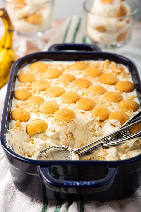 This Banana Pudding is a copycat recipe of Magnolia Bakery. Unlike regular banana pudding, this one has whipped cream mixed into the pudding. It's fluffy & creamy. And now, you can make that at home from scratch (sorry, no instant pudding mix) with better ingredients, cheaper & more! Before getting into the pudding, I got...Read More » Köstliche Desserts, Delicious Desserts, Dessert Recipes, Yummy Food, Pudding Desserts, Holiday Desserts, Tasty, Pudding Cookies, Jello Recipes