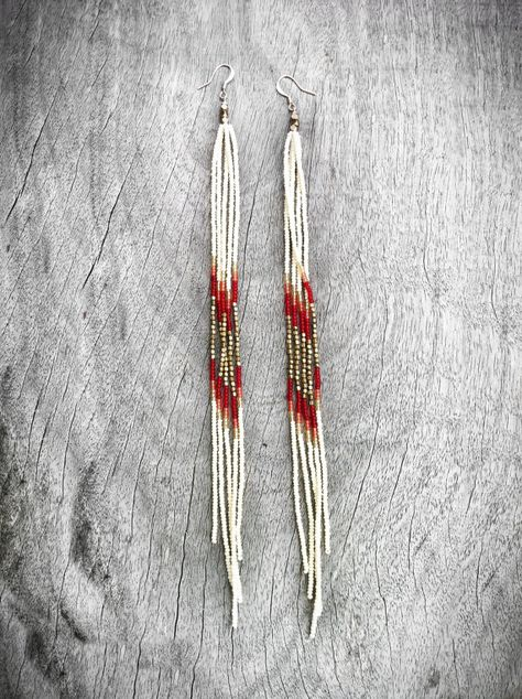 Super Long Beaded Earrings, Seed Bead Fringe Earrings in Autumn Colors with Brass accents. Shoulder Dusters, Tribal Jewelry, Fall Fashion - Women's style: Patterns of sustainability Seed Bead Jewelry, Seed Bead Earrings, Fringe Earrings, Diy Earrings, Seed Beads, Beaded Earrings Native, Hoop Earrings, Fall Jewelry, Tribal Jewelry
