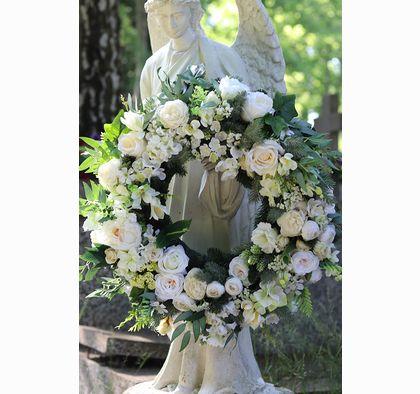 Biale Marzenie Wieniec Pogrzebowy Wiazanka Nagrobna Sr 60cm Floral Wreaths Floral Wreath