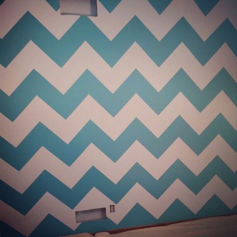 exactly how I want my Chevron wall, but pink and grey!!!!!!!