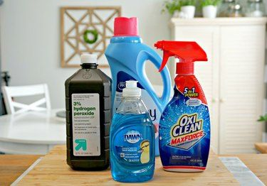 How To Make Your Own Carpet Cleaner Solution Ehow Com In 2020 Carpet Cleaner Solution Carpet Cleaners Cleaning Solutions