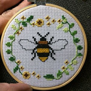 Bee in a Wreath Cross Stitch Pattern Not a finished product Cross Stitch Patterns Free Easy, Wedding Cross Stitch Patterns, Cross Stitch Designs, Cross Stitch Beginner, Tiny Cross Stitch, Cross Stitch Fabric, Cross Stitch Flowers, Cat Cross Stitches, Cross Stitching