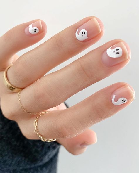 Already thinking about Halloween? Here are all the best celebrity costumes to in… Already thinking about Halloween? Here are all the best celebrity costumes to inspire your Ghost Halloween nails IG: beautytapofficial Cute Halloween Nails, Halloween Nail Designs, Fall Nail Designs, Spooky Halloween, Halloween Ideas, Halloween Decorations, Holloween Nails, Halloween Party, Halloween College
