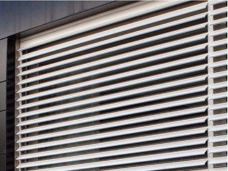 Volet Roulant En Aluminium Extrude A Lames Orientables Roll Flap