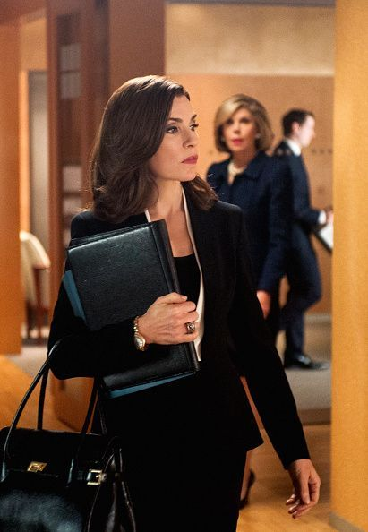6 Easy Steps to Looking Alicia Florrick Chic Good Wife Costume Designer Dan Lawson breaks down the 6 steps to have a wardrobe as chic as Alicia Florrick. Lawyer Fashion, Office Fashion, Work Fashion, Curvy Fashion, Street Fashion, Fall Fashion, Fashion Women, Fashion Trends, Fashion Tips