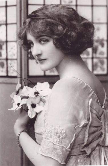 Lily Elsie, Edwardian actress.  I want my hair to look just like this!