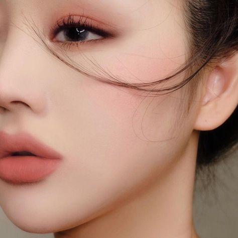 korean makeup look Save # Tnh K. * Dont save free ok ! Korean Makeup Look, Korean Makeup Tips, Korean Makeup Tutorials, Asian Makeup, Korean Natural Makeup, Eyeshadow Tutorials, Cute Makeup, Makeup Art, Hair Makeup