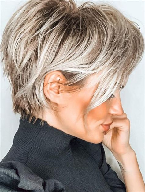 Short Blonde Haircuts, Haircut Short, Short Trendy Haircuts, Blonde Short Hair Pixie, Long Pixie Bob, Pixie Hair Color, Shaggy Pixie Cuts, Haircuts For Over 60, Edgy Pixie Cuts
