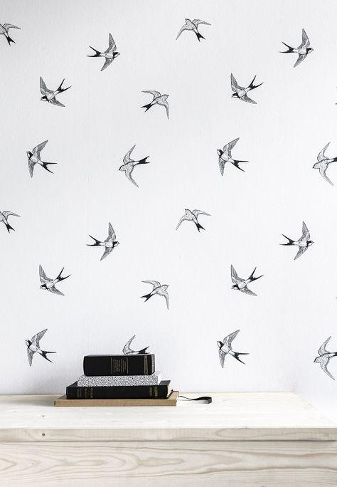 KARWEI   Met dit behang met zwaluwen geef je jouw kamer op een gemakkelijke manier een nieuwe uitstraling volgens de laatste woontrends.