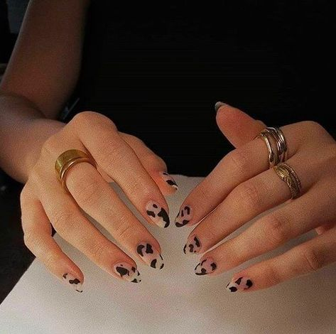 Related posts:Black nail polish with glitter nail art ideaNails in the sun - shinningClassic watch and nails Cow Nails, Aycrlic Nails, Swag Nails, Hair And Nails, Milky Nails, Nail Design Glitter, Nagel Hacks, Nail Polish, Nail Nail