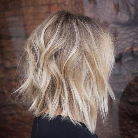 50 Best Medium Length Layered Haircuts in 2020 - Hair Adviser - - Are you bored of your look? Layers are a great way to spice up dull hair! Check out these 50 stunning medium length layered haircuts and hairstyles! Messy Bob Hairstyles, Lob Hairstyle, Layered Hairstyles, Short Haircuts, Wedding Hairstyles, Casual Hairstyles, Hairstyle Ideas, Hairstyle Images, Homecoming Hairstyles