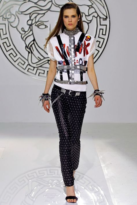 Неделя моды в Милане  показ prêt-à-porter Versace. Осень - Зима 2013   2014 8abc6c8bfde