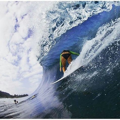 2 Hawaii surfers win World Surfing League honors