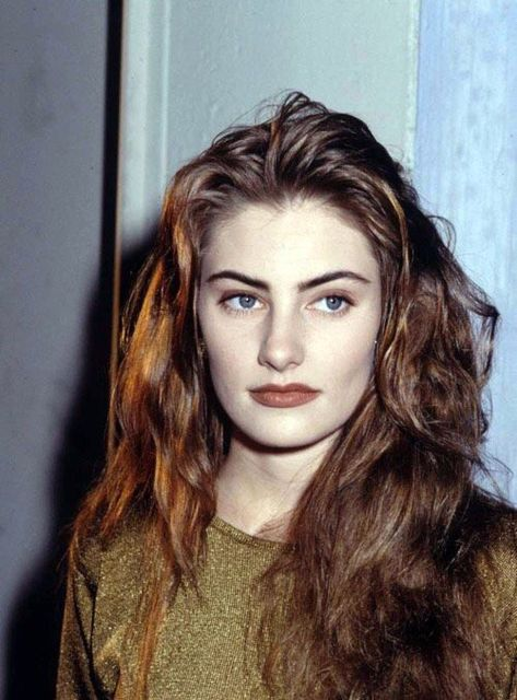 Shelly Johnson (Madchen Amick), Twin Peaks - that brown tone lipstick! that pale skin and dark brow - god i loved the