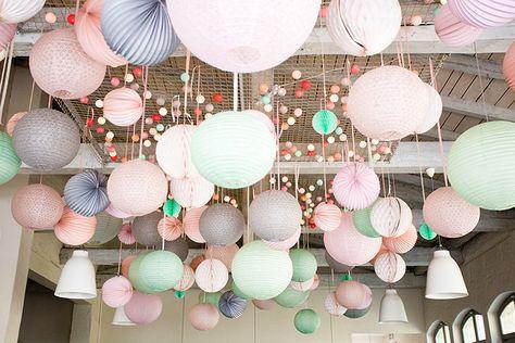 Eine Frühlingshochzeit in Dresden | Friedatheres.com hanging wedding decoration Hochzeitsdesign: Avantgarde Hochzeiten Fotografie: Li.fe Fotografie
