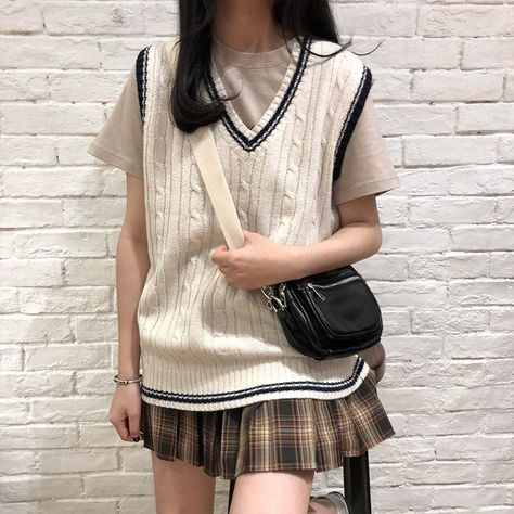 LANFUBEISI 3 colors 2021 autumn and winter preppy style v neck knitted sleeveless vest sweaters womens pullovers womens (X973) - One Size / Beige