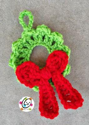 Free crochet pattern: wreath ornament