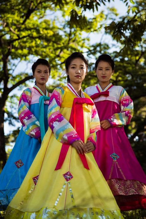 """Atlas of Beauty"" Photographer Provides a Rare Look at Women in North Korea - My Modern Met"