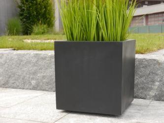 Pin Von Sunshinemaker Auf Terrasse In 2020 Pflanzkubel Pflanzkubel Fiberglas Pflanzen