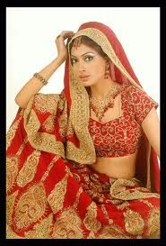 Wedding Fashion in India differs from region to region, but usually means a bride lehenga (long skirt and embroidered very worn with blouse and long veil) or a single sari for the bride and the Tuxedo or Sherwani for boyfriend.