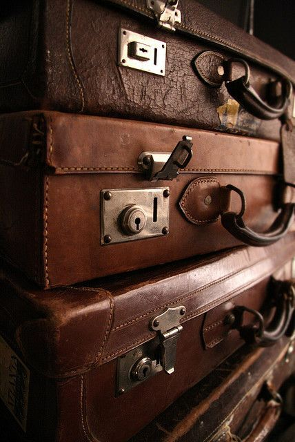 Love old suitcases and trunks! Brown Aesthetic, Aesthetic Colors, Vintage Suitcases, Vintage Luggage, Travel Suitcases, Old Luggage, Bag Essentials, Bad Inspiration, Kelly Wearstler