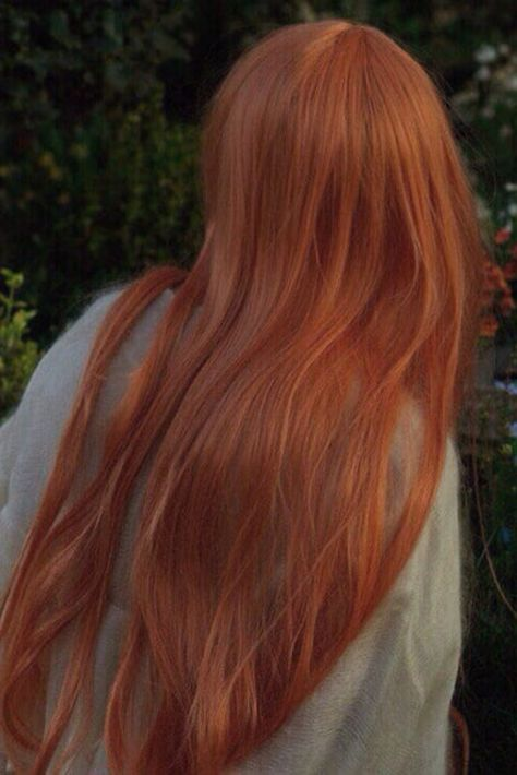 Spectacular lengthy pink hair and coiffure with layers lengthy red-orange hair and coiffure ins. Ginger Hair Color, Red Hair Color, Red Orange Hair, Pink Hair, Hair Inspo, Hair Inspiration, Inspo Cheveux, Long Red Hair, Aesthetic Hair