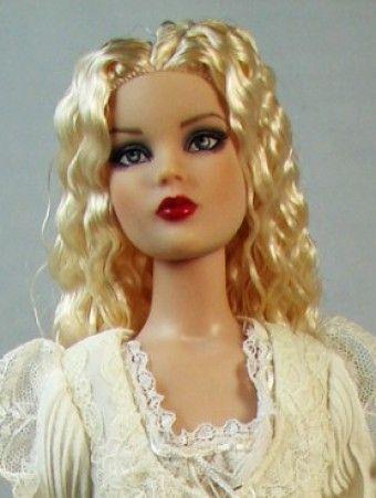 Titanic Cami: Platinum Cami wears Roses robe. #dollchat @Sheilah