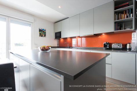 Crédence Orange Pour Une Cuisine En Blanc Et Noir Kitchen