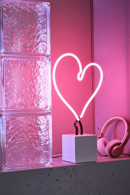 Neon Mfg Heart Neon Sign Table Lamp Neon Signs Neon Lighting Neon