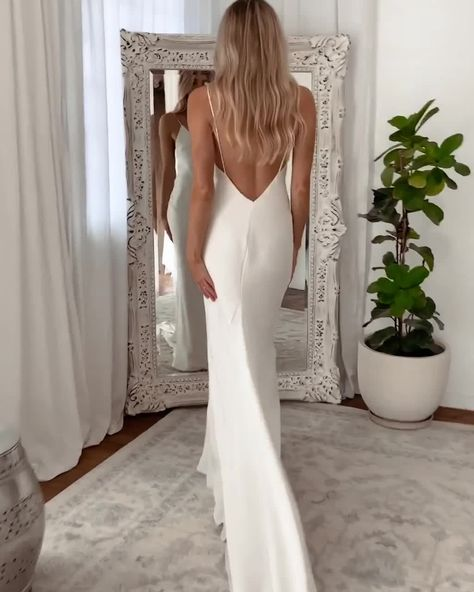 The Summer is the simple and sexy silk wedding dress you've been longing for. A luxurious bias-cut and double-layered Crepe. Shop now or book an appointment!
