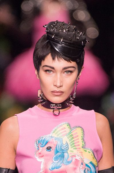 Moschino, Spring 2018 - Dazzling Hair and Beauty Details Straight From the Milan Runways - Photos