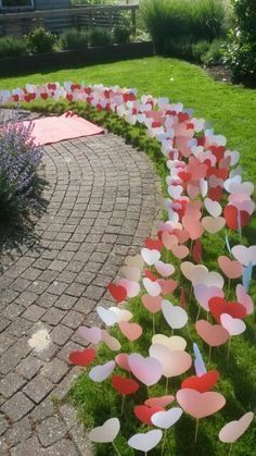 Super Easy DIY Valentines Day Lawn, Garden or Drive way decorations using paper and sticks for him for her, for boyfriends, for kids, crafts, budget decor, party, date, brunch, lunch, dinner