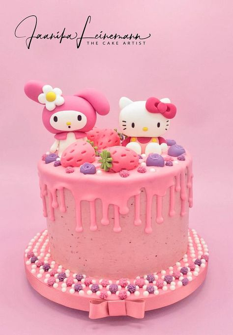 My Melody & Hello Kitty strawberry cake by Jaanika Leinemann Hello Kitty Torte, Melody Hello Kitty, Hello Kitty Birthday Cake, Hello Kitty Cupcakes, Hello Kitty Fondant, Disney Princess Birthday Cakes, Twin Birthday Cakes, Princess Cupcakes, 16th Birthday