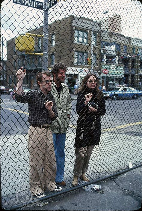 Woody Allen, Diane Keaton, Tony Roberts in Annie Hall