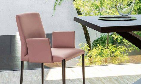 Sedia imbottita Aurora Non troppo impegnativa, facile da collocare, il bello della sedia Aurora è che funziona come pezzo unico. Aurora è una sedia con o senza braccioli con seduta imbottita e telaio in acciaio. Rivestimenti: ecopelle, econabuk, tessuto, lana, pelle. Finiture gambe: rivestite o cromo, verniciate grafite, bianco, scala RAL. Le sedie in tessuto sono sfoderabili ad eccezione dei modelli con gambe rivestite.