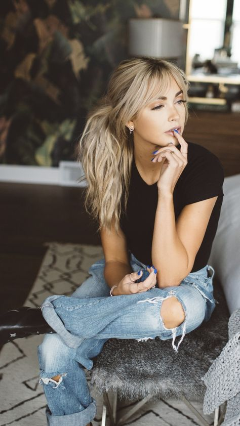 Hairstyles For Long&Thin Hair You've Got To Try This Season - Page 37 of 44 - Best Frisuren ideen Long Thin Hair, Long Hair With Bangs, Hair Bangs, Blonde Hair With Highlights, Brown Blonde Hair, Hair And Beard Styles, Curly Hair Styles, Grunge Hair, Hairstyles With Bangs