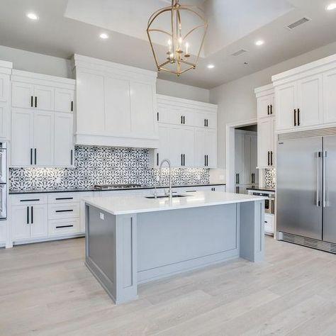 29 Beautiful Beach Style Kitchen Ideas For Your Beach House Or Villa Diy Kitchen Renovation Kitchen Island Design White Kitchen Design