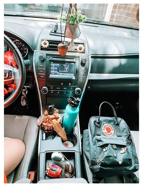 Hippie Auto, Hippie Car, Car Interior Decor, Car Interior Design, Interior Ideas, Girly Car, Inside Car, Car Interior Accessories, Bmw Autos