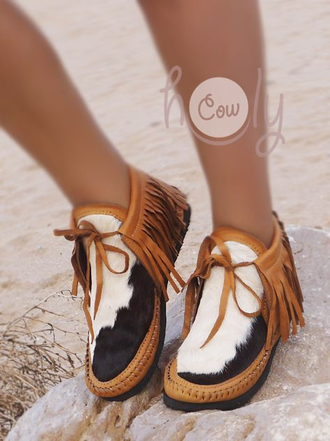Beige Moccasin Boots With Cowhide – Perfect life style Moccasins Outfit, Leather Moccasins, Leather Shoes, Moccasin Boots Outfit, Cute Shoes, Me Too Shoes, Western Shoes, Cowgirl Boots, Gypsy Cowgirl