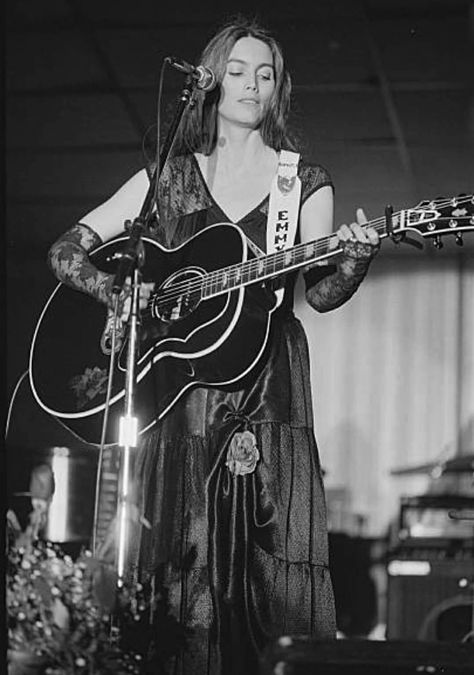 Resultado de imagen de female acoustic country