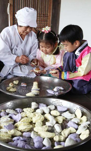 Why Koreans Celebrate Chuseok with Crescent-Shaped Rice Cakes