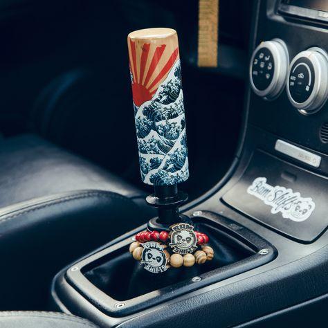 Hippie Auto, Hippie Car, Ford Gt, Audi Tt, Car Accessories For Guys, Jdm Accessories, Car Interior Decor, Pink Car Interior, Jetta A2