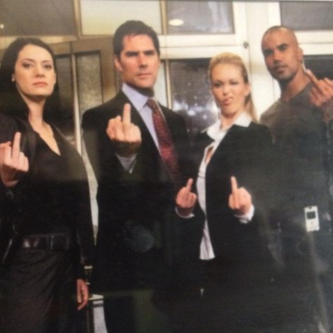 Paget Brewster, Thomas Gibson, A. Cook and Shemar Moore Criminal Minds Season 8, Criminal Minds Funny, Aj Cook Criminal Minds, Thomas Gibson, Prison Break, Crimal Minds, Dr Spencer Reid, Paget Brewster, Criminal Minds