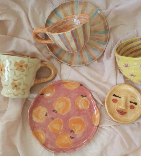 fashion, style e beauty imagem no We Heart It Ceramic Pottery, Pottery Art, Ceramic Art, Pottery Shop, Ceramic Painting, Ceramic Plates, Keramik Design, Clay Art Projects, Ideias Diy