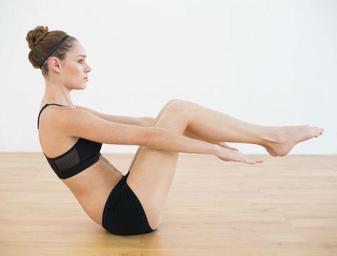 Idéal pour toutes celles qui veulent sculpter leur corps en profondeur, le pilates fait travailler nos muscles tout en douceur. Christophe Ruelle, coach sportif, vous donne 3 exercices de pilates à pratiquer sans modération…