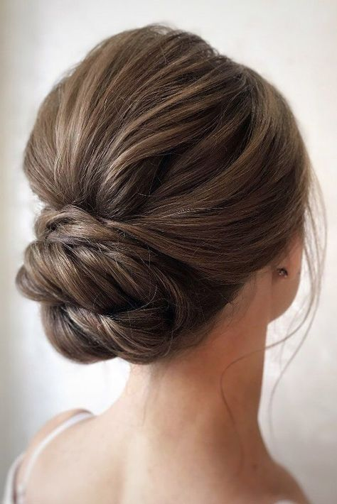 36 Vintage Wedding Hairstyles For Gorgeous Brides ❤ vintage wedding hairstyles low updo chignon with bumped volume julia_alesionok Low Updo Hairstyles, Romantic Hairstyles, Wedding Hairstyles For Long Hair, Wedding Hair And Makeup, Vintage Hairstyles, Hair Wedding, Wedding Hair With Veil Updo, Hairstyles For Brides, Hair Styles For Wedding